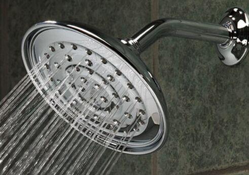 come scegliere tra vasca e doccia