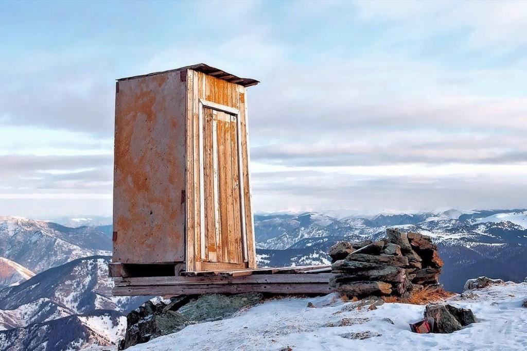 Il wc pubblico pi alto al mondo si trova in siberia - Maccio capatonda un attimo al bagno ...