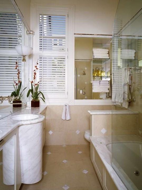 Come ristrutturare un bagno lungo e stretto - Ristrutturare un bagno ...