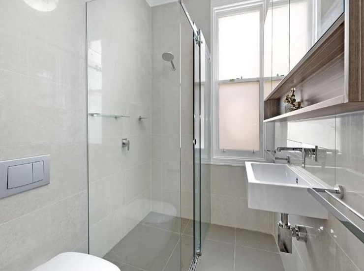 Come ristrutturare un bagno lungo e stretto - Ristrutturare bagno piccolo ...