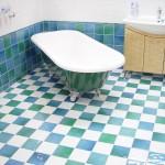 Come pulire le piastrelle del bagno pulire piastrelle bagno - Pulire fughe piastrelle aceto ...