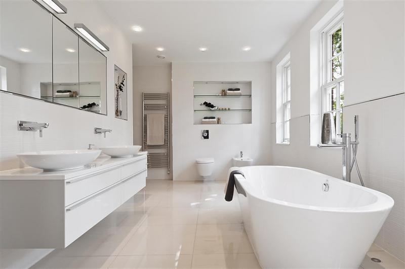 small white bathroom decorating ideas come arredare un bagno bianco 24239